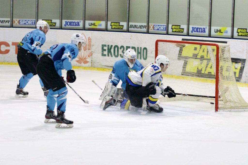 Веселий новорічний хокей
